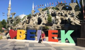 Центр курортного поселка Белек. Фонтан, променад. Туры в Турцию из Перми.