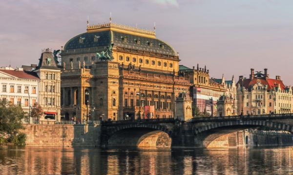 Туры в Прагу. Национальный театр.